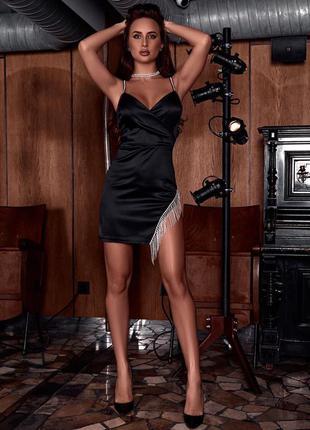Вечернее платье с бахромой из страз черное из королевского атласа