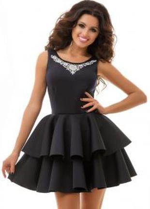 Стильное платье-колокольчик под атлас, по фигуре, сзади крутой замочек