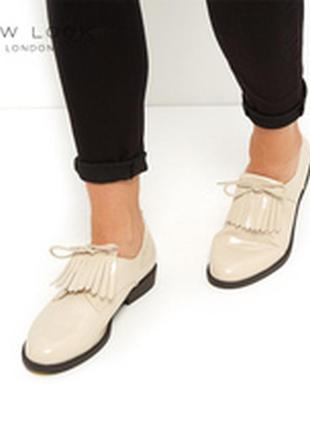 Лаковые туфли на низком каблуке new look р.39