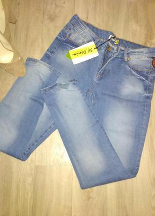 Новые джинсы  с красивой варкой