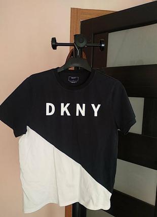 Футболка бренда dkny.
