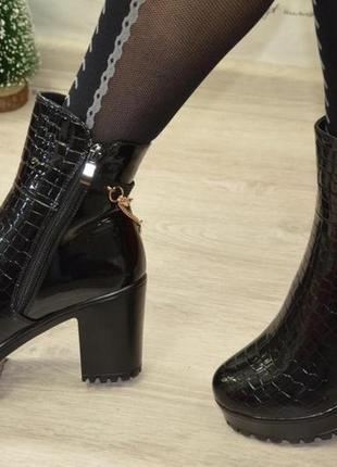 Цена снижена! теплые, шикарные, зимние ботинки на высоком каблуке! 24 см.