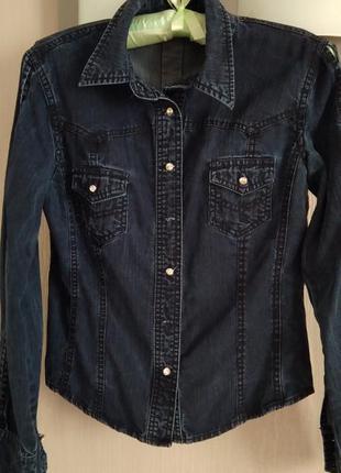 Рубашка джинсовая классная интересный фасон