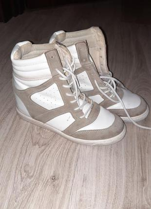 Классные удобные кроссовки на платформе 37
