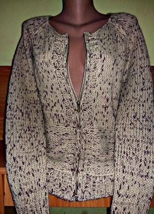 Теплейший свитер на молнии бежевого цвета с вкраплениями нитки цвета марсала