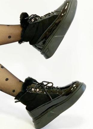 Шикарные ботиночки лак с мехом,шикарное качество и стиль.