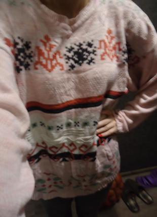 Тёплый зимний свитер с орнаментом