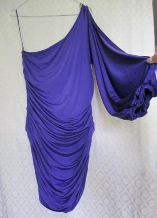 Трикотажное платье с одним рукавом