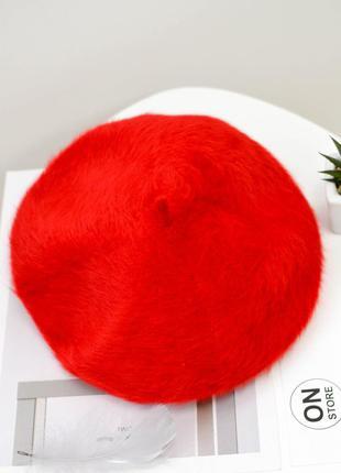 Женский мохеровый берет красного цвета