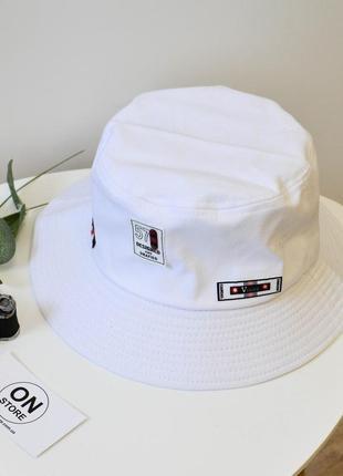 Модная летняя панама белого цвета