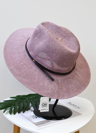 Стильная шляпа федора фиолетового  цвета