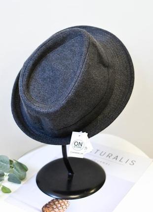 Модная фетровая шляпа трилби серого цвета