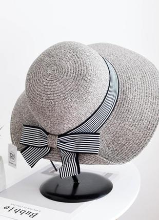 Стильная женская летняя шляпа серого цвета