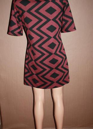 Актуальное платье прямого покроя в геометрический принт №9 dorothy perkins4 фото