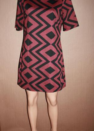 Актуальное платье прямого покроя в геометрический принт №9 dorothy perkins2 фото