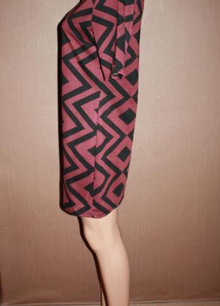 Актуальное платье прямого покроя в геометрический принт №9 dorothy perkins3 фото