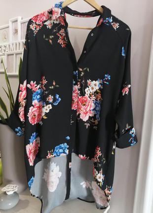 Стильна блузка з красивою спиною сорочка подовжена вільного крою в квітковий принт
