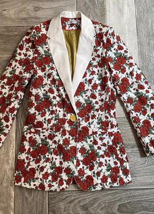Интересный пиджак:)