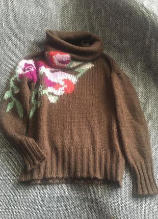 Красивый свитерок с объёмным  воротом