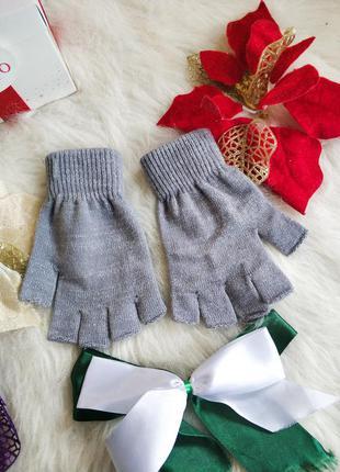 Нові рукавички без пальчиків george