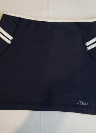 Спортивные шорты с юбкой.