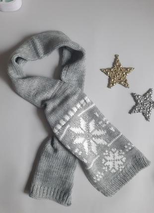 Стильний в'язаний  шарф з орнаментом
