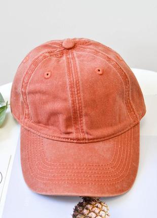 Модная кепка с потертостями оранжевого цвета
