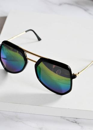 Стильные солнцезащитные очки розового цвета