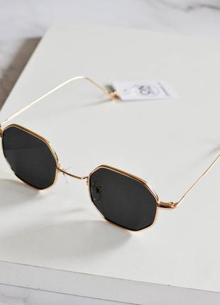 Стильные солнцезащитные очки круглой формы