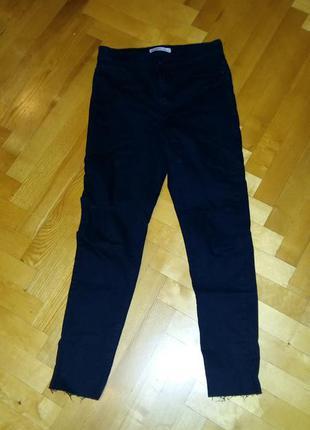 Черные джинсы zara с рваными коменями