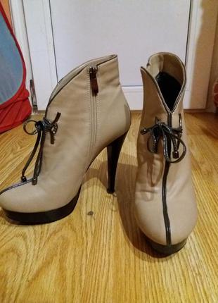 ✓ Женские сапоги и ботинки на высоком каблуке в Львове 2019 ... a8338d7a0d6bb