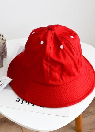 Модная панама  красного цвета