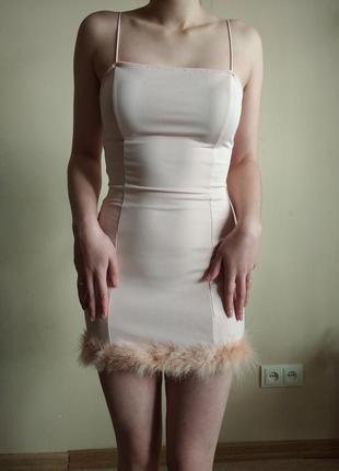 Плаття з пірям