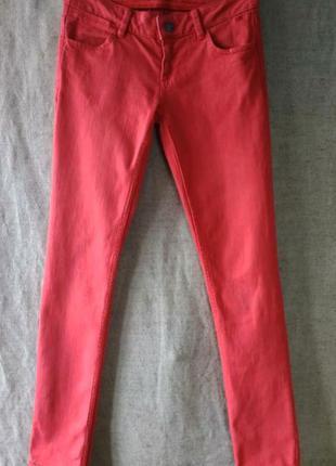 Джинсы брюки kate moss. красивый красный, алый/коралловый цвет, прямые