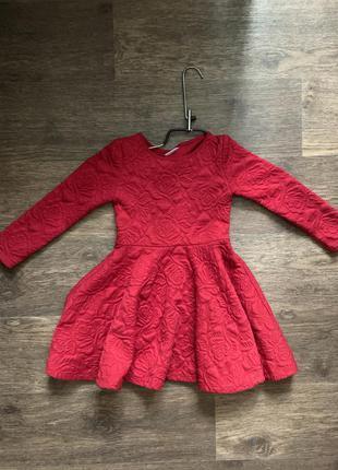 Червона сукня на маленьку леді
