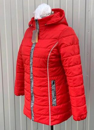 Стильная весеняя куртка, модный пригт лампас,большие объемы.