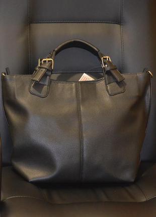 Черная сумка через плечо в форме трапеции матовая с ручками и ремешком