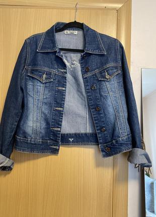 Джинсова куртка з бахромою