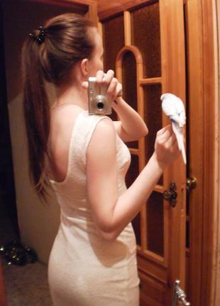 Гипюровое платье с открытой спинкой на миниатюрную девушку