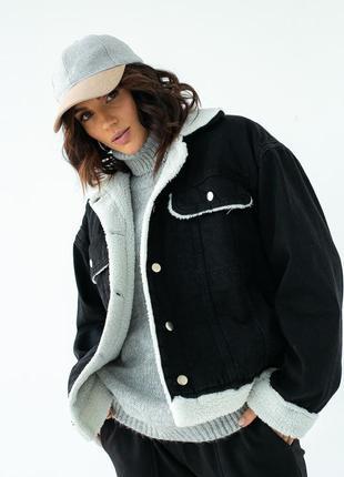 Чёрная джинсовая куртка с искусственным мехом