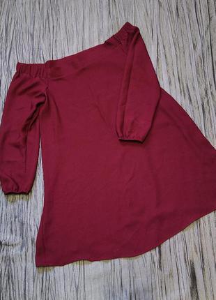Сукня вільного крою з відкритими плечима