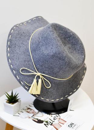 Стильная женская шляпа федора из натуральной шерсти серого цвета