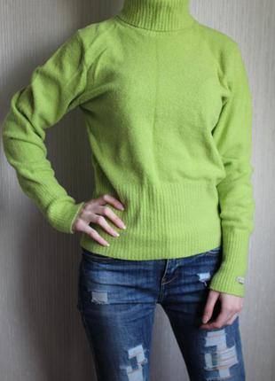 Очень мягкий салатный свитер columbia