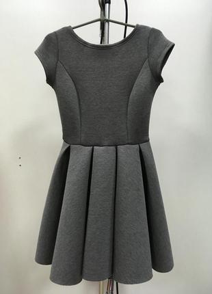 Неопреновое платье с вырезом на спине