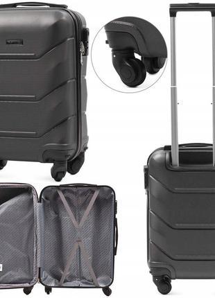 Мини пластиковый чемодан wings 147 на 4 колесах
