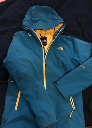 Женская куртка the north face m размер