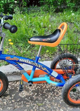 Трехколесный велосипед, просто огонь.