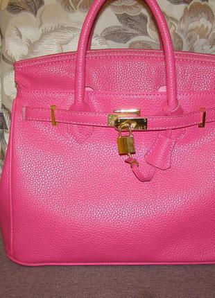 Стильная сумка в темно-розовом цвете фуксия