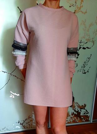 Красивое пудровое платье-туника в стиле бохо