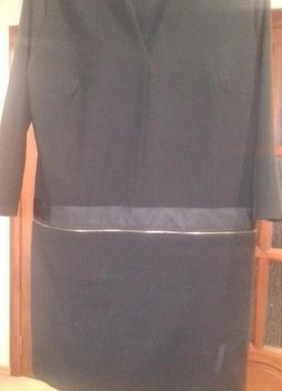 Шерстяное платьеце с оригинальным вырезом и заниженной талией